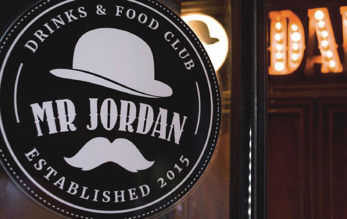 Diseño de marca y local gastronómico. Estudio de Arquitectura especializado en branding y locales comerciales.