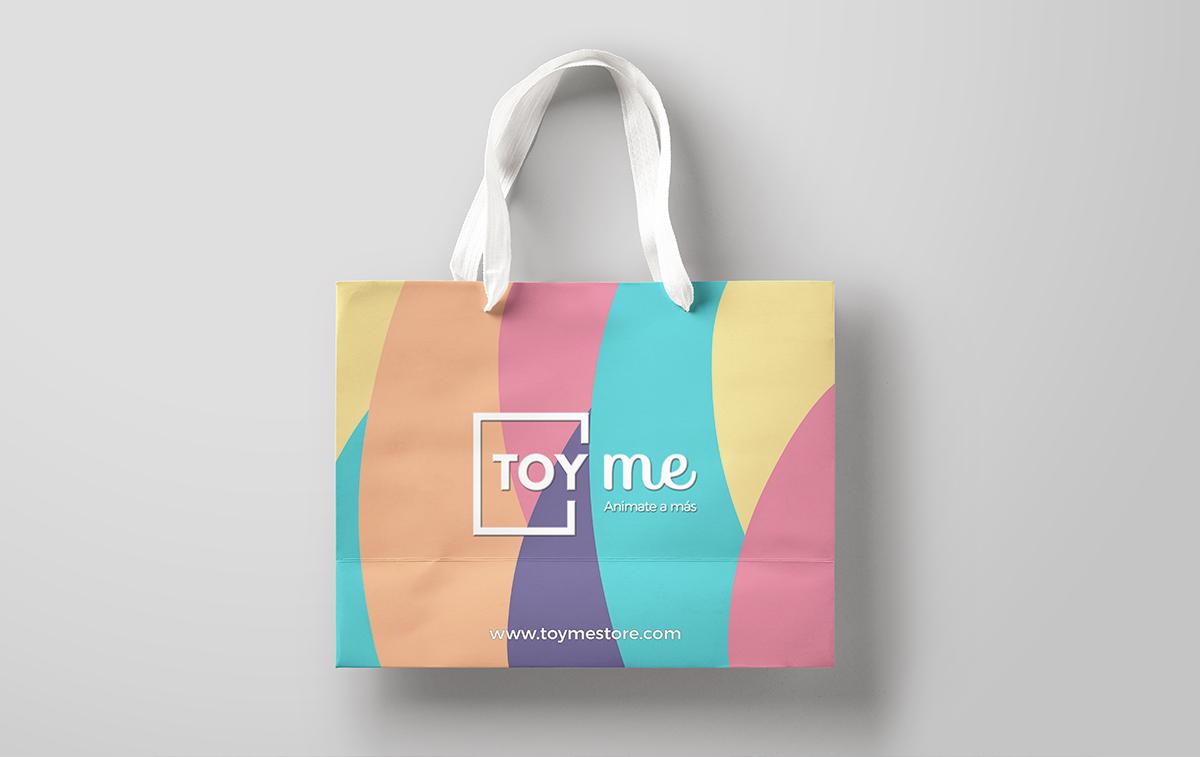 Branding y locales comerciales. Diseño de Bolsas y merchandising para retail.